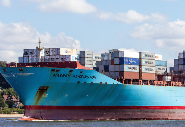 Maersk Kensignton with non-compliant combination ladder