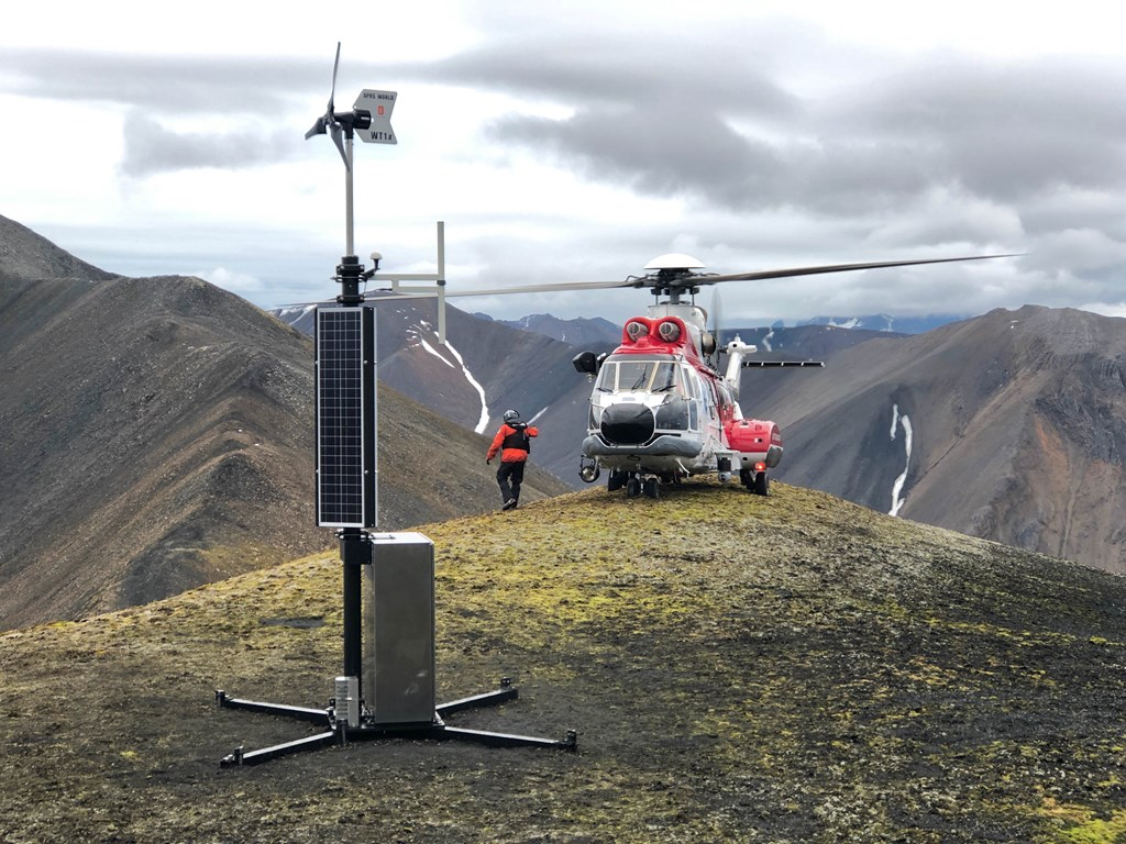In ArcticInfo mariners get access to AIS data showing the position, speed and course of all vessels in Arctic waters. ArcticInfo retrieves AIS data from different authorities, including Norway's AIS basestations at Svalbard. The image shows Norway's AIS basestation at Prins Karls Forland in Svalbard, established in 2019. Photo: Foto: Anne Grethe Nilsen/Norwegian Coastal Administration..